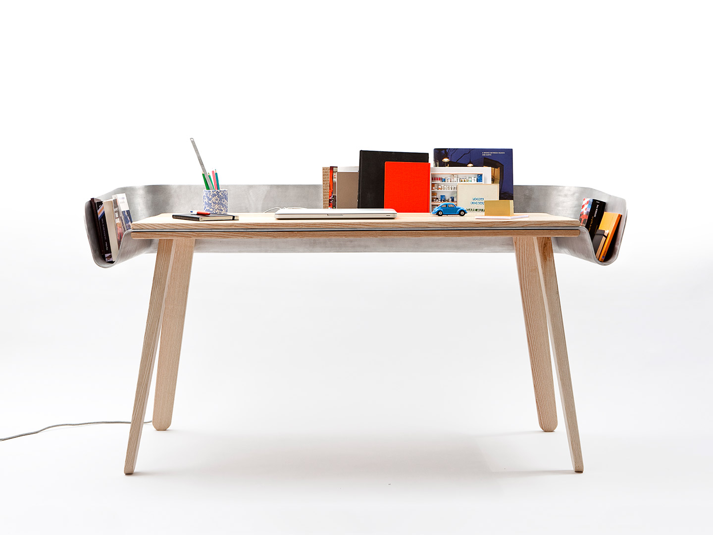 Table bureau design beautiful des ides de bureau dont cette superbe table de - Bureau design vintage ...